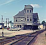 Bridgewater station 7JY73 DAO small.jpg (9219 bytes)